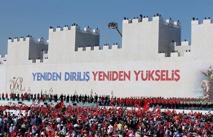 İstanbul'un fethinin 563'üncü yıldönümü, Yenikapı miting alanında kutlanıyor. 563 kişilik Mehteran Birliği Konseri, Türk Hava Kuvvetleri Türk Yıldızları Gösterisi ve dünyanın en büyük 3D mapping sahnesinde üç boyutlu özel gösteri İstanbullularla buluşacak.
