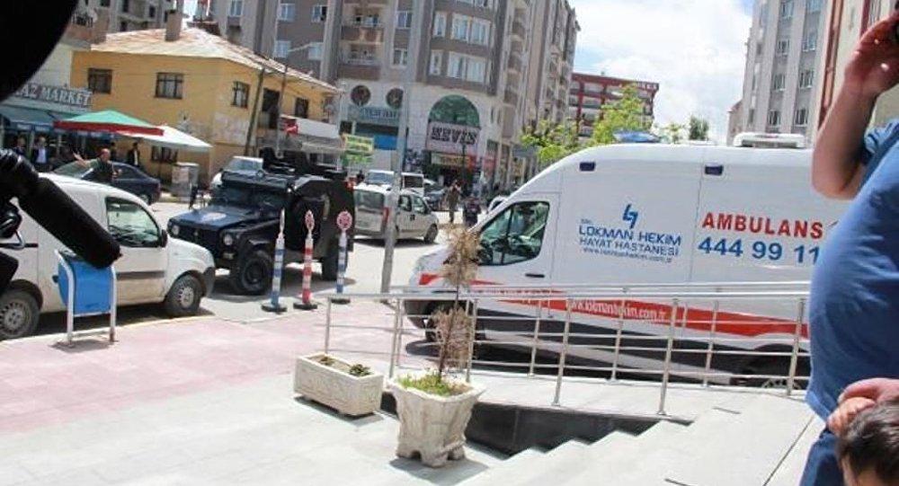Van'ın Hacıbekir Mahallesi'nde zırhlı polis aracının geçişi sırasında PKK'lılar tarafından yola döşenen el yapımı patlayıcının infilak ettirilmesi sonucu 2 polis memuru hayatını kaybetti, 1 polis yaralandı.