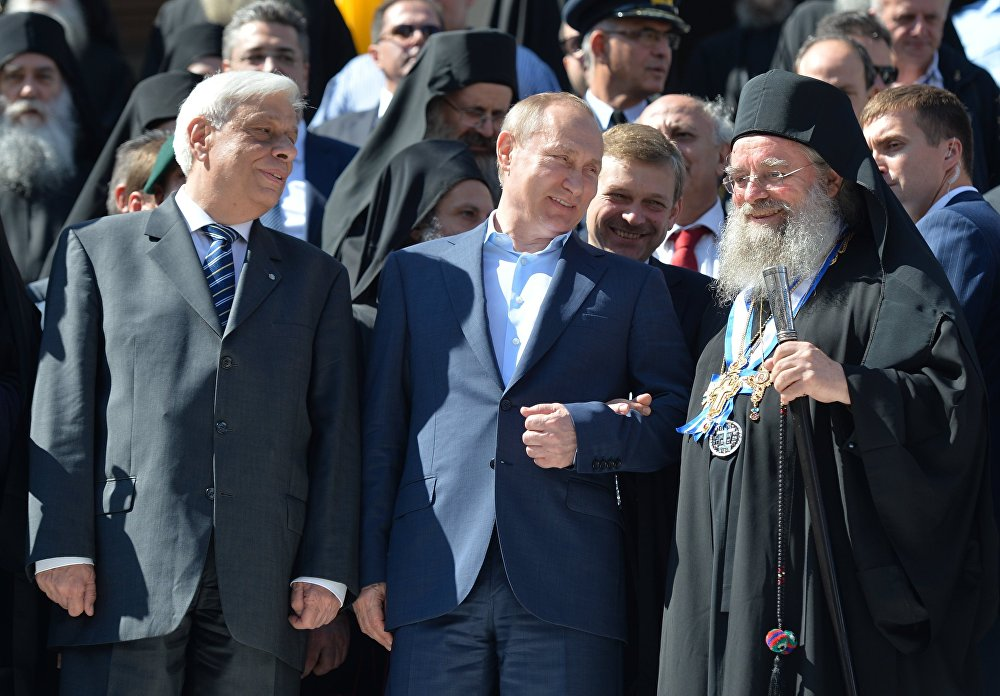 Rusya Devlet Başkanı Vladimir Putin, Aziz Panteleimon manastırının 1000. yıldönümü çerçevesinde Yunanistan'daki 'kutsal tepe' Aynoroz'a gitti.