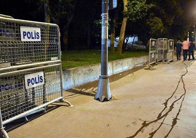 Gezi Parkı'na polis bariyerleri getirildi (arşiv)