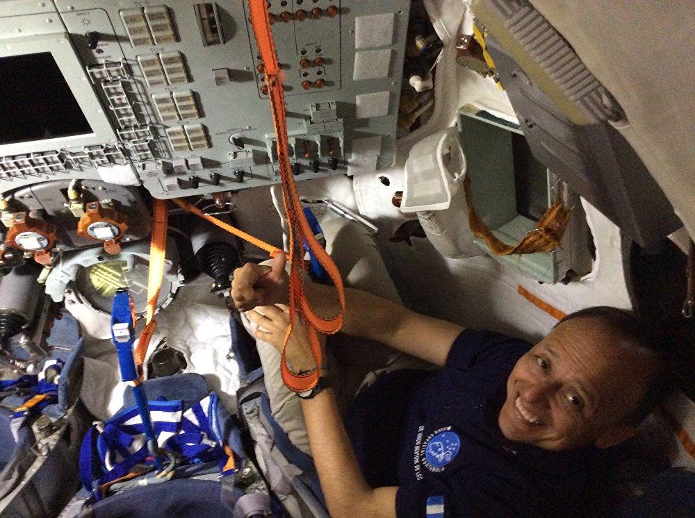 Guatemala vatandaşı 49 yaşındaki Vinicio Montoya de Leon Rusya'nın desteğiyle Orta Amerika'nın ilk astronotu olmaya hazırlanıyor. Sıradan bir dişçiyken başarılı bir astronot adayına dönüşen Montoya, Sputnik ile yaptığı röportajda hayatıyla ilgili ayrıntıları paylaştı.