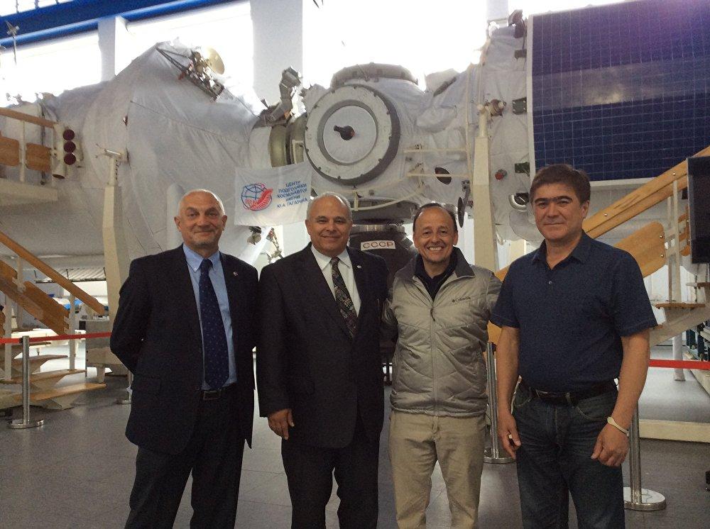 Guatemala vatandaşı 49 yaşındaki Vinicio Montoya de Leon Rusya'nın desteğiyle Orta Amerika'nın ilk astronotu olmaya hazırlanıyor.