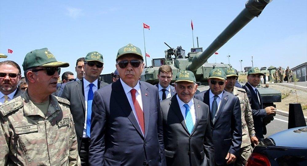 Cumhurbaşkanı Recep Tayyip Erdoğan, Başbakan Binali Yıldırım, Milli Savunma Bakanı Fikri Işık ve Genelkurmay Başkanı Orgeneral Hulusi Akar, Efes-2016 Birleşik Müşterek Fiili Atışlı Tatbikatı Seçkin Gözlemci Günü faaliyetlerine katıldı.