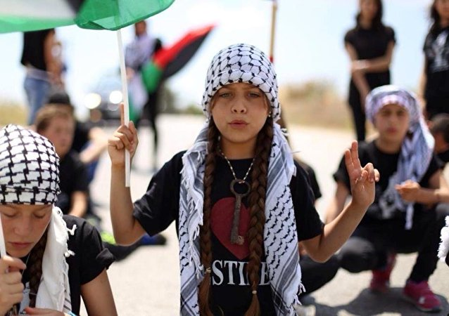 Filistin'in en genç gazetecisi olarak tanınan 10 yaşındaki Janna Jihad