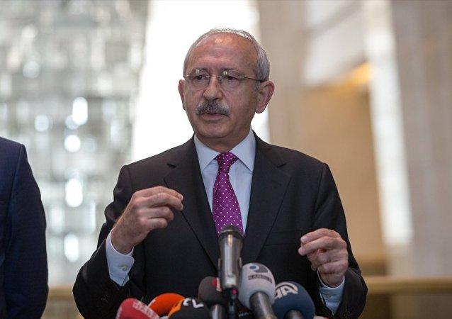 CHP Genel Başkanı Kemal Kılıçdaroğlu, JW Marriot Otel'de AB ülkelerinin büyükelçileriyle kahvaltıda bir araya geldi. Kılıçdaroğlu, kahvaltı sonrası açıklamalarda bulundu.