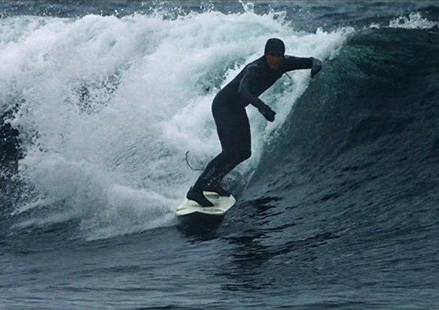 Rus sörfcü