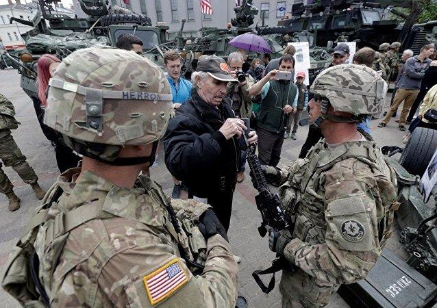 Letonya ABD askeri protesto