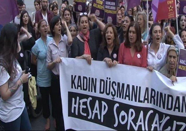 Kadınlardan Galatasaray Meydanı'nda eylem