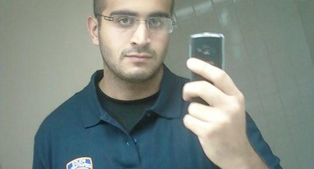 Orlando saldırısını gerçekleştiren Ömer Metin'in, basına yansıyan fotoğraflarının büyük bölümünde New York Polis Departmanı amblemi olan tişörtler giydiği görülüyor.