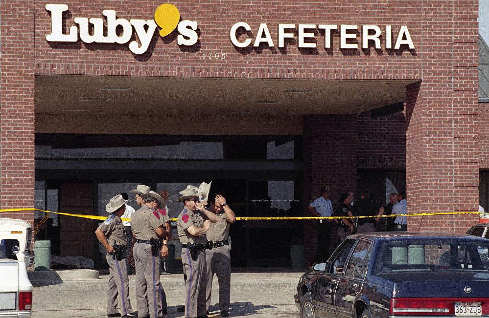 Teksas eyaletinin Killeen kentinde 35 yaşındaki George Hennard kamyonetiyle Luby's isimli kafeteryaya kamyonetiyle girdikten sonra içeride bulunanlardan 23 kişiyi silahıyla vurarak öldürdü, 27 kişiyi de yaraladı. Saldırgan, olayın ardından kendi yaşamına da son verdi.