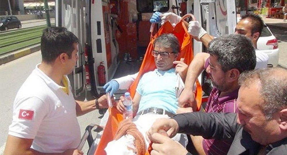 Gaziantep'te cihatçıların hedefinde olan gazeteci Murat Güreş kimliği belirsiz bir kişinin bıçaklı saldırısına uğradı.