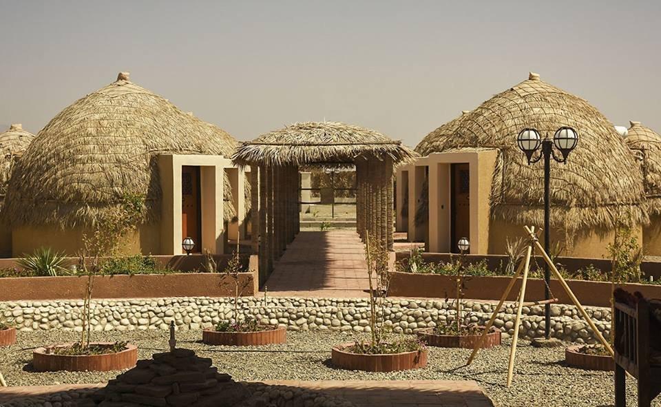 İran'ın ilk 'palmiye' oteli açıldı.