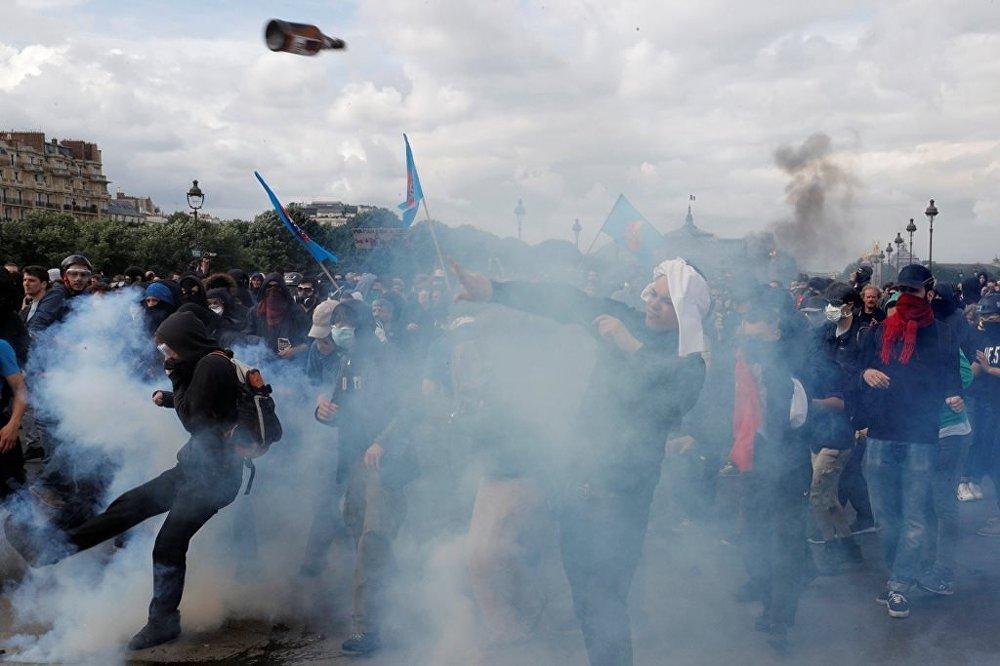 Fransa çalışma yasası protesto