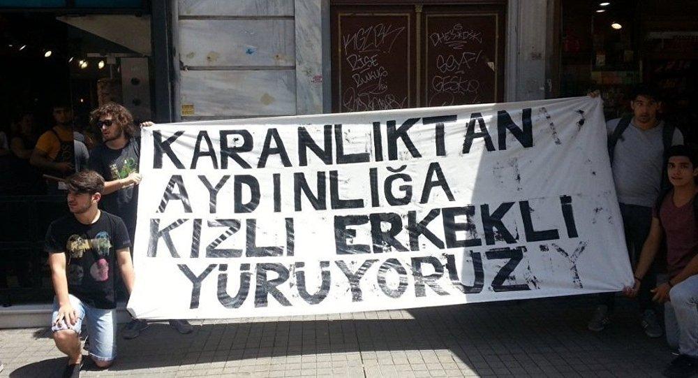 2002 yılına kadar kız lisesi olarak eğitim verdikten sonra, karma eğitime geçen 167 yıllık Beyoğlu Anadolu Lisesi'nde, gelecek dönem itibarıyla yeniden sadece kız öğrencilerin alınacak olması öğrenciler tarafından protesto edildi.