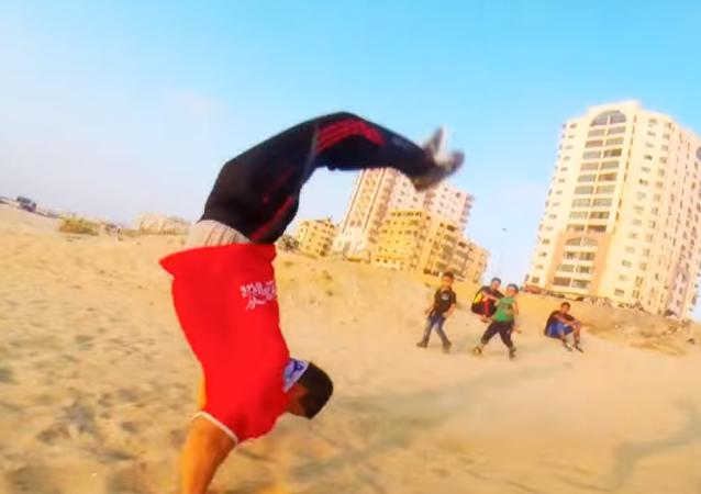 Gazze'deki harabeler serbest koşucuların meskeni oldu