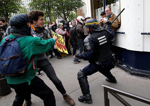 Paris- Fransa- polis
