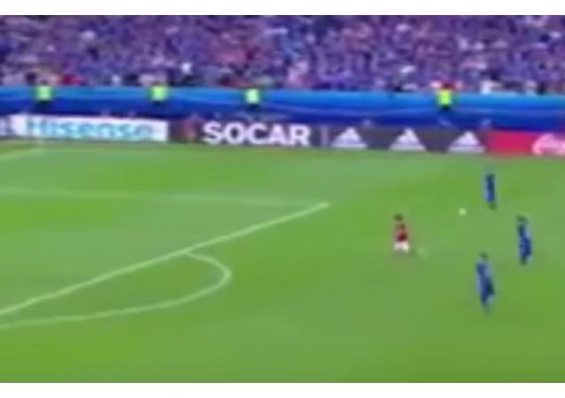 Avrupa Futbol Şampiyonası (EURO 2016) çerçevesinde İzlanda ve Avusturya arasında gerçekleşen maçta, İzlanda'nın son dakikada attığı gol spikerin çığlık çığlığa bağırmasına neden oldu.