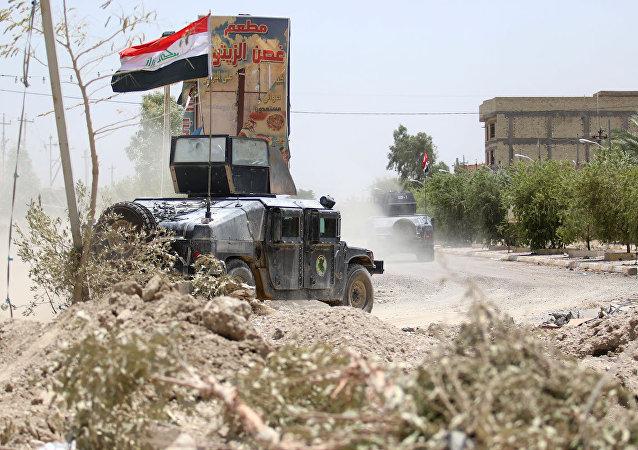 Irak'ta terörle mücadele güçlerine ait bir zırhlı araç.