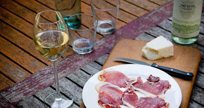 Şarap ve peynir