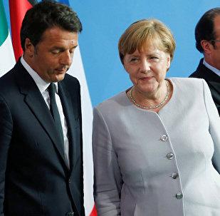 Almanya Başbakanı Angela Merkel, İtalya Başbakanı Matteo Renzi ve Fransa Cumhurbaşkanı Francois Hollande