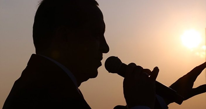 Cumhurbaşkanı Recep Tayyip Erdoğan, Gebze-Orhangazi-İzmir Otoyolu Projesi'nin en büyük ayağını oluşturan Osmangazi Köprüsü'nün Dilovası kesiminde düzenlenen açılış törenine katılarak konuşma yaptı.