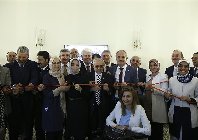 AK Parti milletvekilleri, Osmangazi Köprüsü için iktidar kulisinde temsili açılış yaptı.