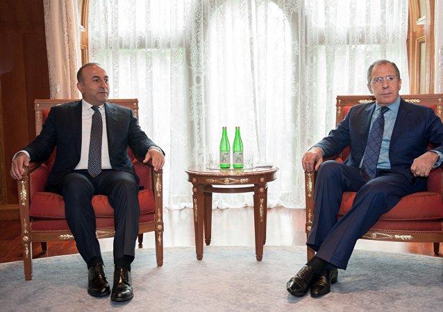 Rusya Dışişleri Bakanı Sergey Lavrov, Türk meslektaşı Mevlüt Çavuşoğlu ile bir araya geldi.