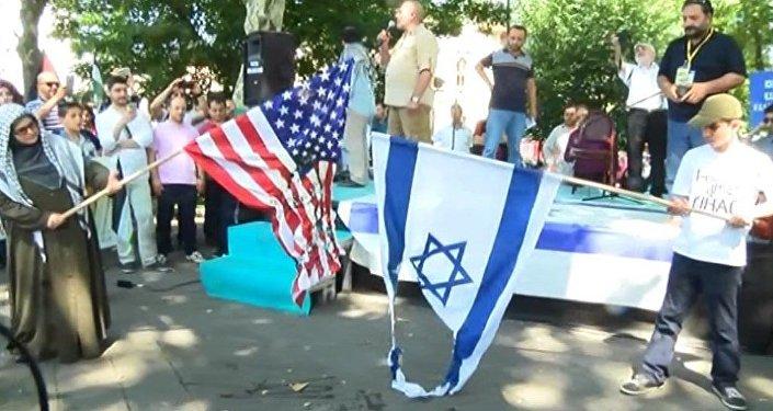 'Dünya Kudüs Günü' nedeniyle Fatih Camii'nden Saraçhane Parkına yürüyen grup, İsrail ve ABD bayraklarını yaktı.