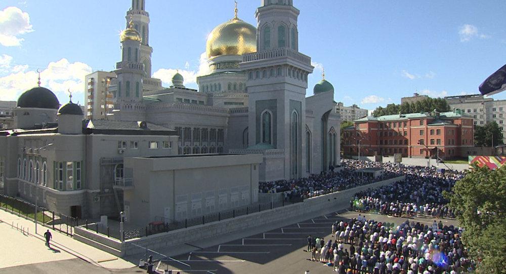 Moskova'da yaşayan Müslümanlar Ramazan Bayramı namazını kıldı