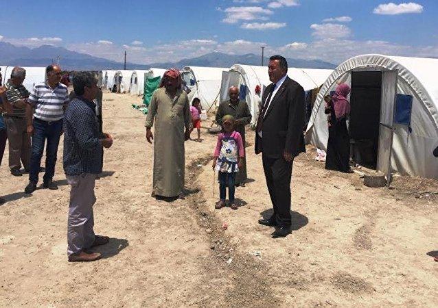 Niğde'de sığınmacıların kaldığı çadırları ziyaret eden CHP Niğde Milletvekili Ömer Fethi Gürer, Suriyelilere vatandaşlık verilmesi çözüme değil, sorunun daha da artmasına vesile olacak dedi.