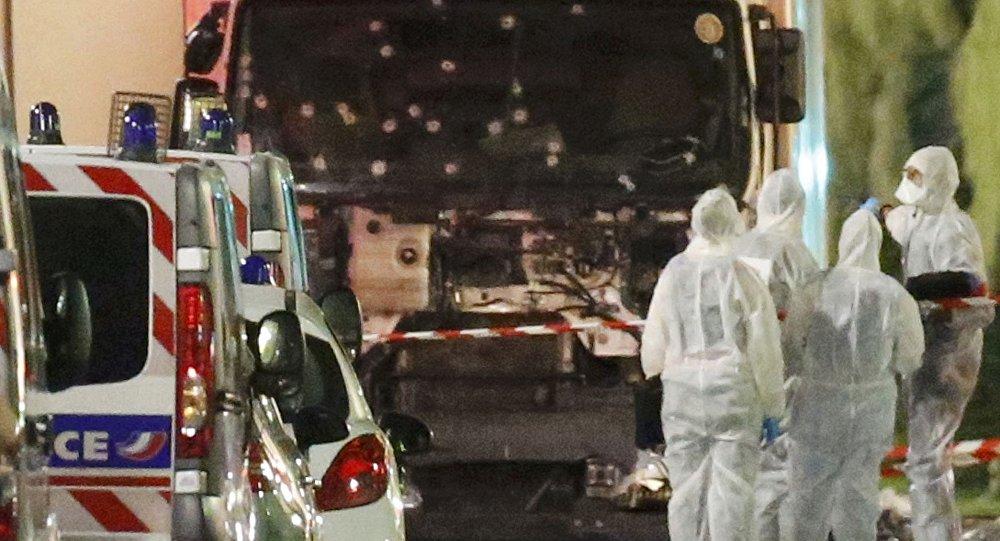Nice saldırısını gerçekleştiren kişinin hırsızlık ve şiddet suçundan sabıkasının olduğu ancak Fransa'nın terör listesinde yer almadığı belirtildi.