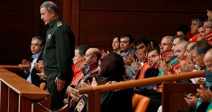 TBMM'deki olağanüstü toplantıya Genelkurmay Başkanı Orgeneral Hulusi Akar da katıldı.
