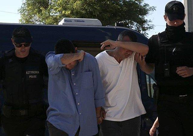 Darbe girişiminin ardından Sikorsky tipi askeri helikopterle Yunanistan'ın Dedeağaç Havalimanı'na iniş yapan 8 asker, Yunanistan'dan siyasi sığınma talebinde bulunmuştu.