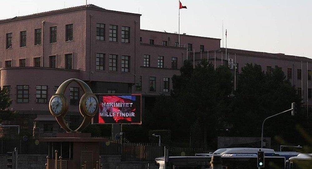 Genelkurmay Başkanlığı Karargahı'ndaki dijital panodan 'Hakimiyet milletindir' yazısı paylaşıldı.