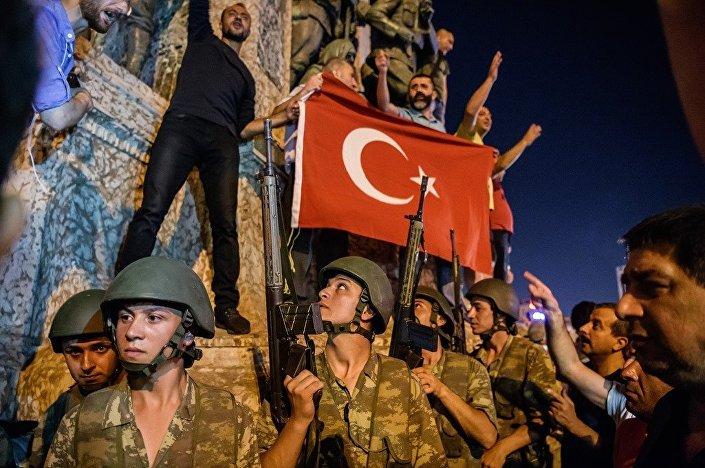 Türkiye'de darbe girişimi-Taksim Meydanı