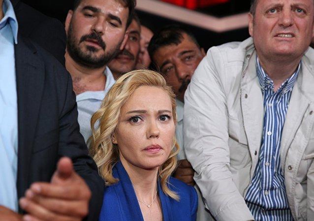 Darbe girişimi - TRT Spikeri Tijen Karakaş