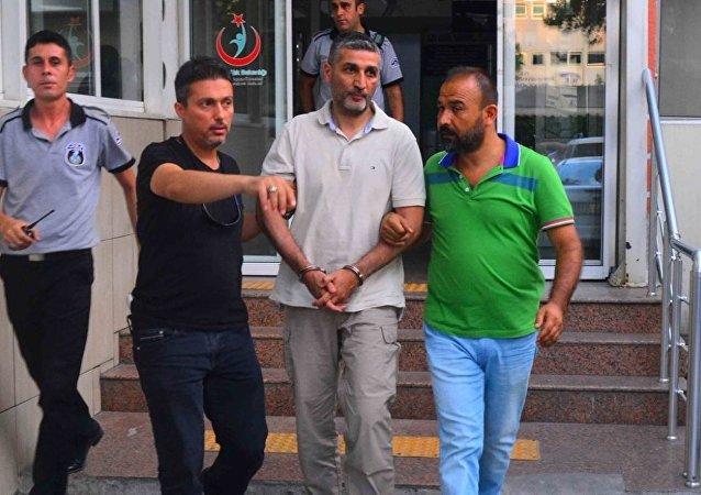 Darbe girişimi sırasında, Cumhurbaşkanı Recep Tayyip Erdoğan'ın ayrılmasının ardından, Marmaris'te konakladığı otele düzenlenen saldırıda helikopterden operasyonu yönettiği tespit edilen Çiğli 2. Ana Jet Üs Komutanlığında görevli Tümgeneral Gökhan Şahin Sönmezateş, tutuklandı.