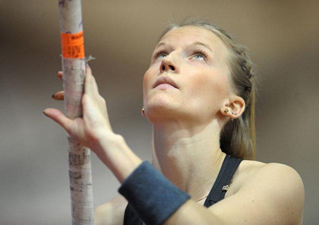 Sırıkla atlama sporcusu Angelika Sidorova