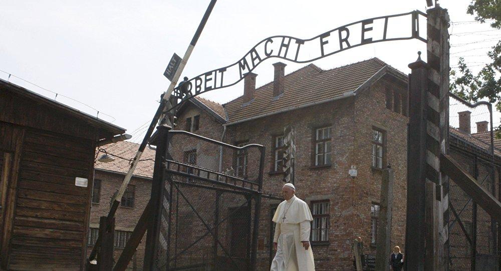 Papa Francis Auschwitz'i ziyaret etti