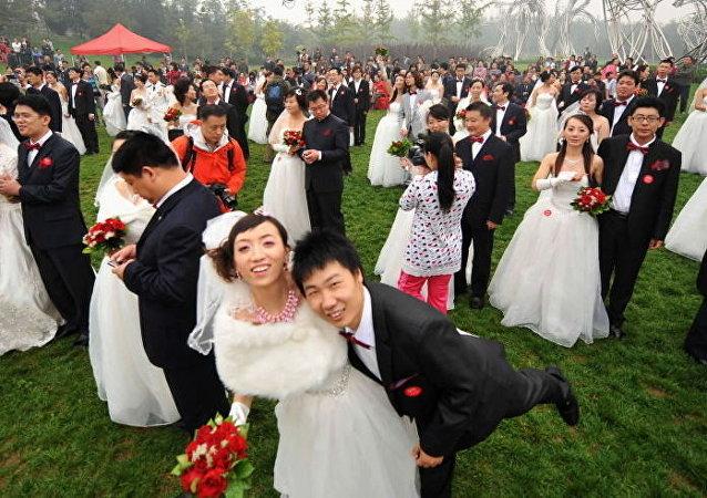 Çin'de 10.10.10 tarihinde binlerce çift aynı anda evlendi.