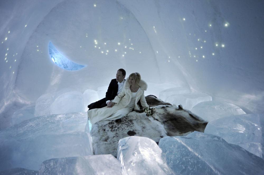 İsveç'te bir buz otelde de düğün yapıldı.