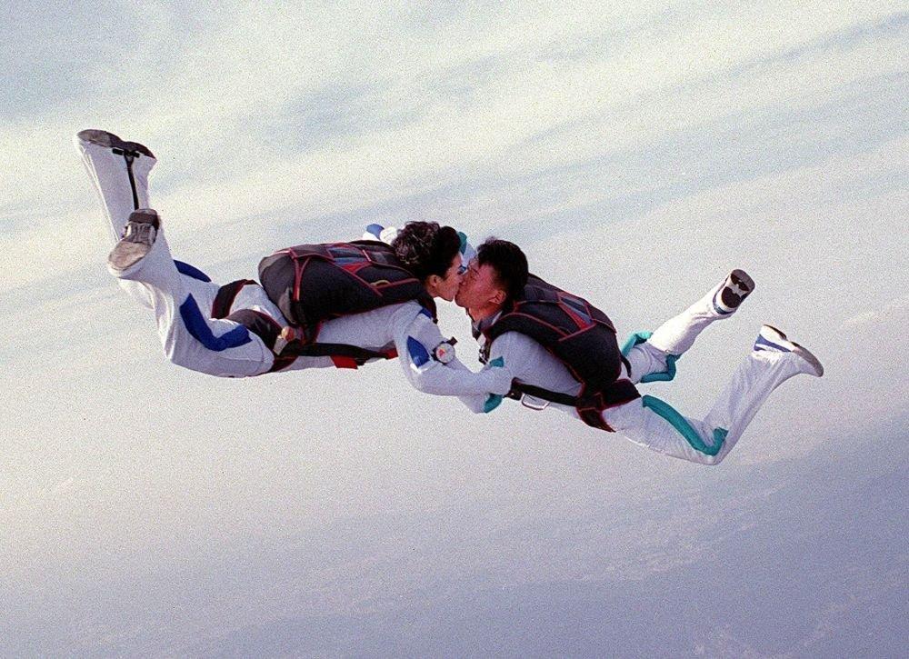 Güney Kore'de bir çift düğün öpücüğünü gökyüzünde gerçekleştirdi.