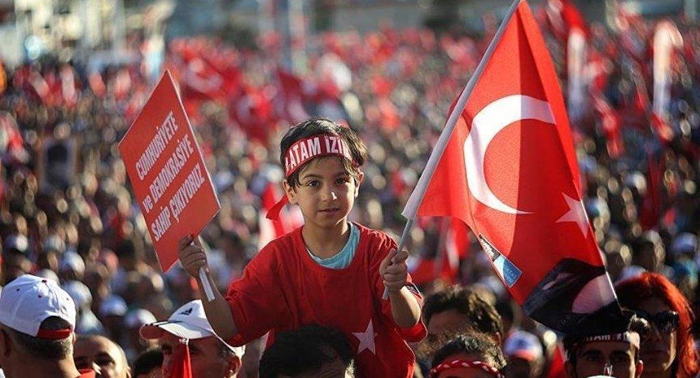 CHP Genel Başkan Yardımcısı Bingöl, 4 Ağustos Perşembe günü Gündoğdu Meydanı'nda 'Cumhuriyet ve Demokrasi Mitingi' düzenleyeceklerini, mitingde parti bayrağı ve ambleminin bulunmayacağını belirtti.