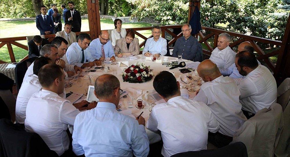 Başbakan Binali Yıldırım, Başbakanlık Resmi Konut'ta medya temsilcileri ile bir araya geldi.