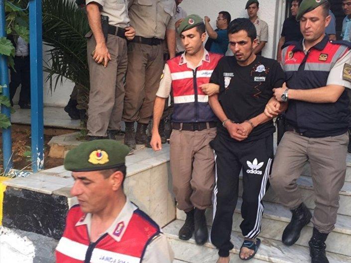 Saldırı düzenleyen askerlerden ikisi ise bu sabah bölgedeki bir mısır tarlasında yakalandı.