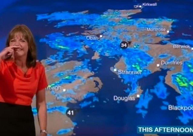 BBC televizyonunda dünkü hava durumunu sunan Luise Lear, gülme krizine girdi.