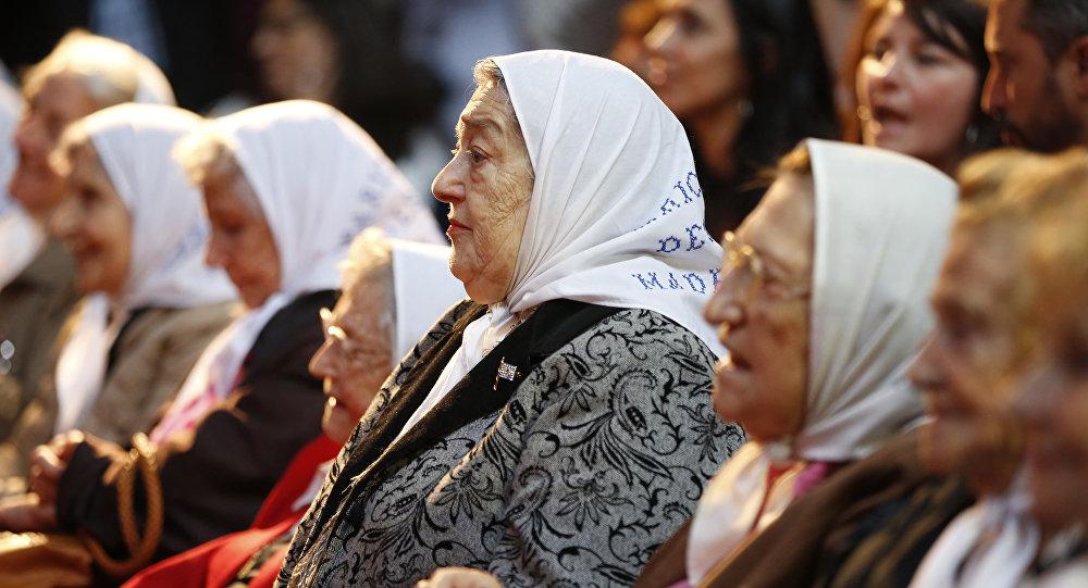 Arjantin'de 1976 yılında askeri darbe döneminde kaybolan çocuklarının izlerini süren annelerin kurduğu 'Mayıs Meydanı Anneleri' grubunun 87 yaşındaki lideri Hebe de Bonafini.