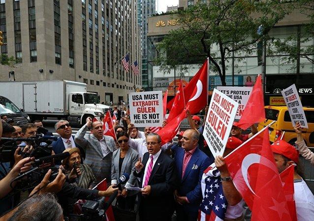Darbe yanlısı NBC önünde protesto gösterisi yapıldı.