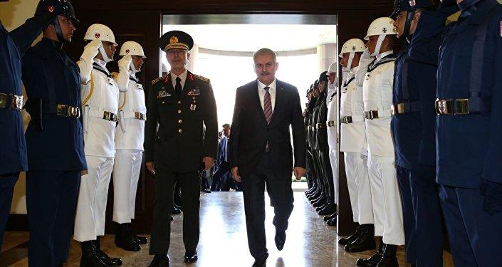 Başbakan Binali Yıldırım, Fetullahçı Terör Örgütü'nün (FETÖ) darbe girişiminin ardından ilk kez Genelkurmay Başkanlığı'na geldi.