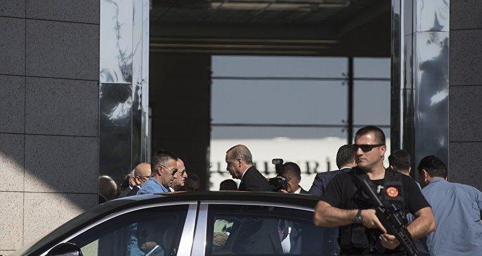 Cumhurbaşkanı Recep Tayyip Erdoğan, Rusya Federasyonu Devlet Başkanı Vladimir Putin ile yapacağı görüşme için St. Petersburg'a gitmek üzere Esenboğa Havalimanı'na geldi.
